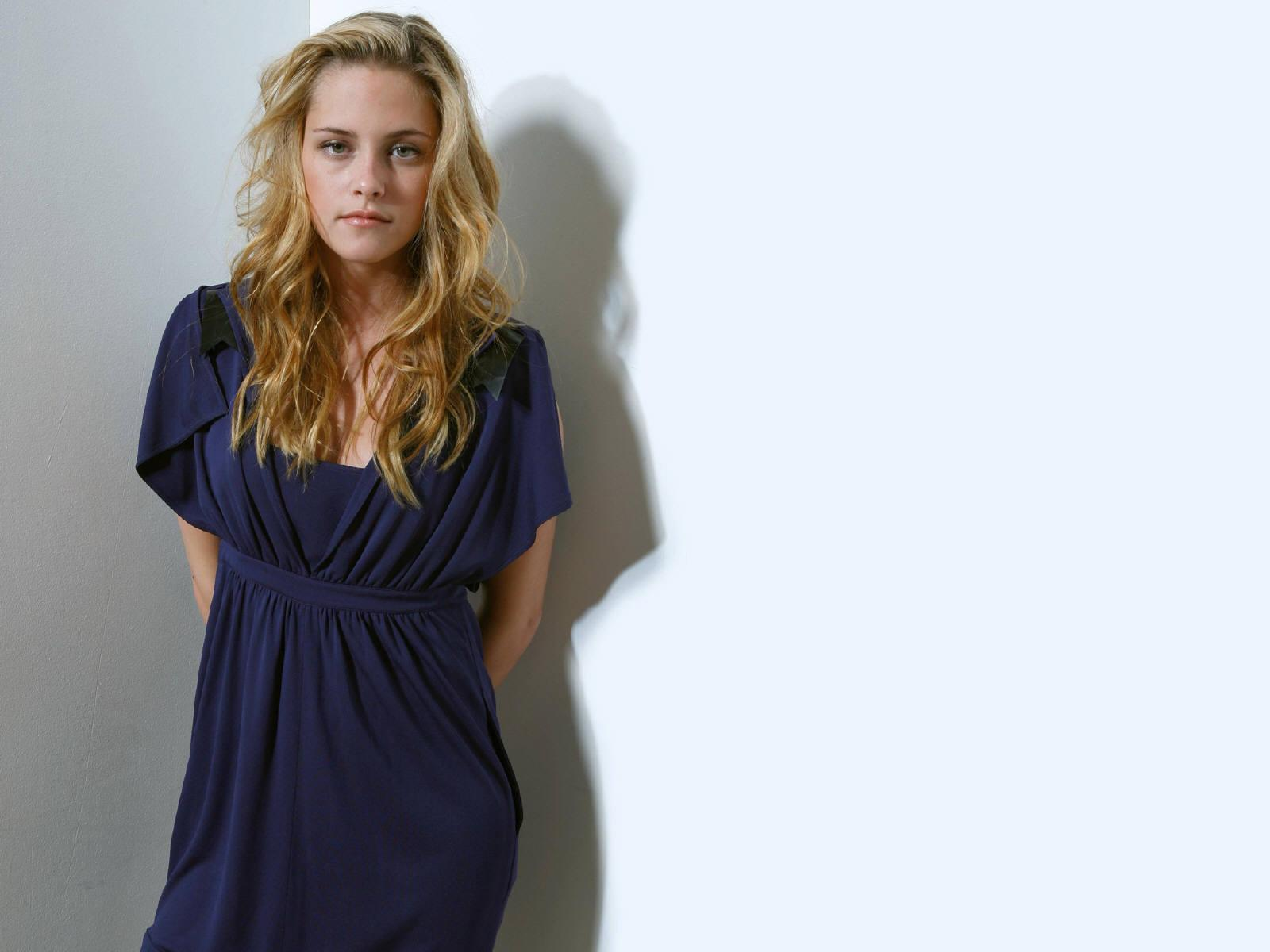 Wallpaper Cinema Video Kristen Stewart superbe blonde robe bleue