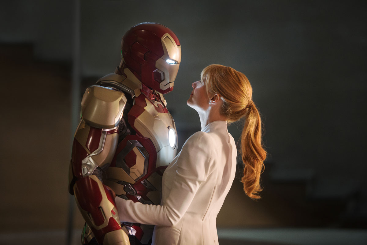 Wallpaper Iron Man 3 et Gwyneth Paltrow bisou Iron Man