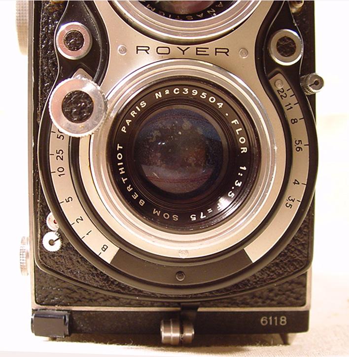 Wallpaper 0467-5  SITO de ROYER  Royflex II a bouton, collection AMI Appareils photos