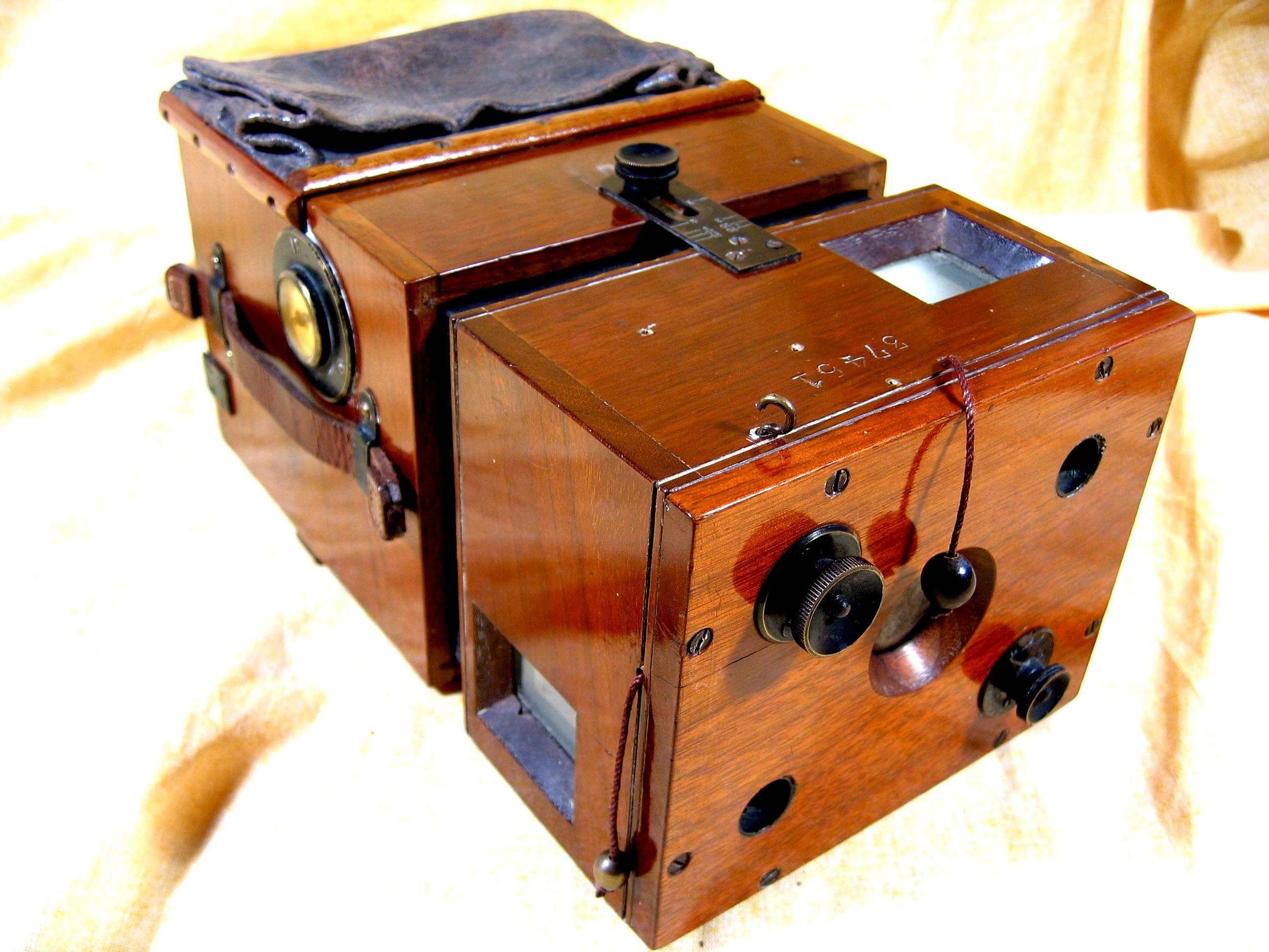 Wallpaper 0887-7 HUTTIG Detective camera 9X12, collection AMI Appareils photos