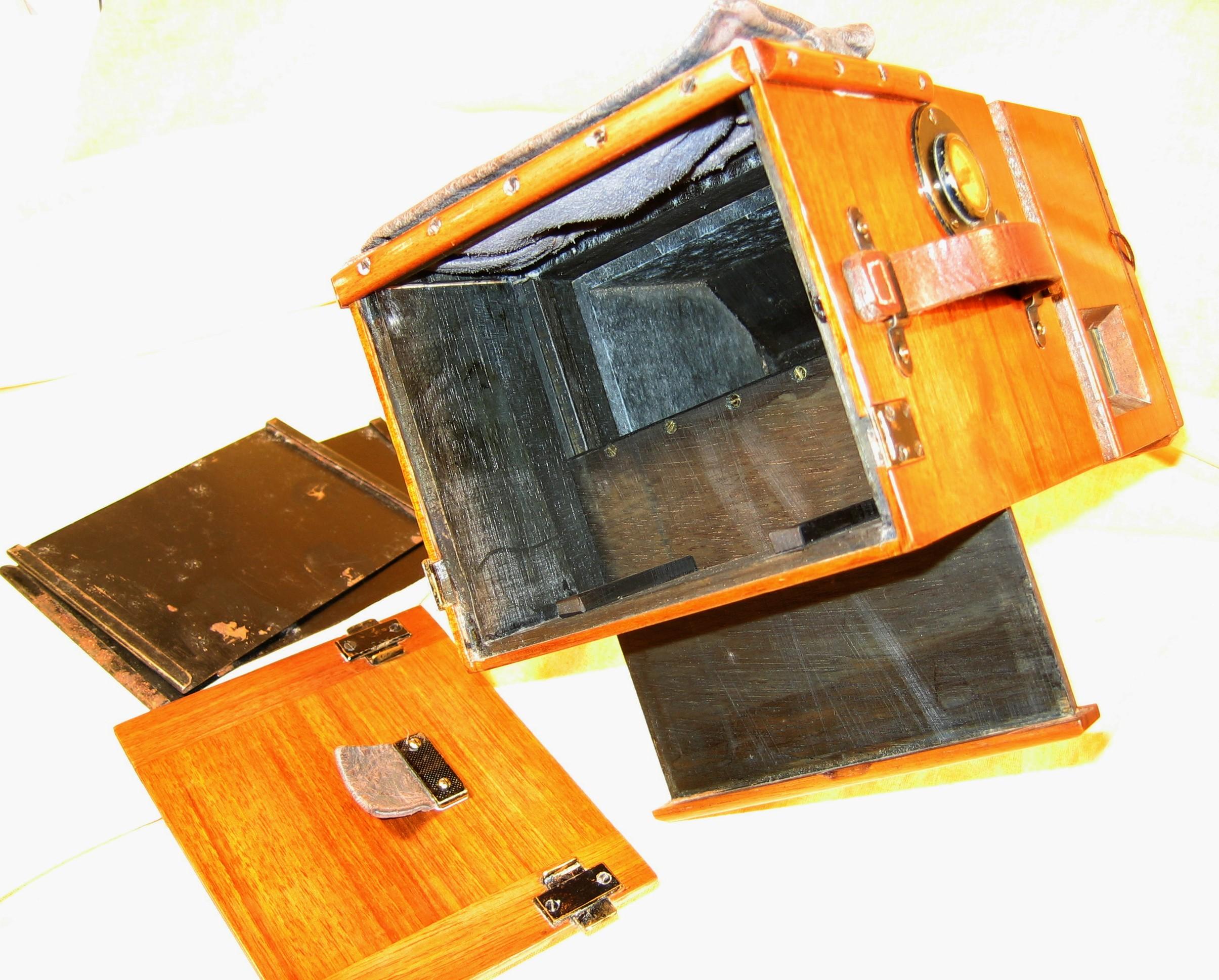 Wallpaper 0887-9 HUTTIG Detective camera 9X12 , collection AMI Appareils photos