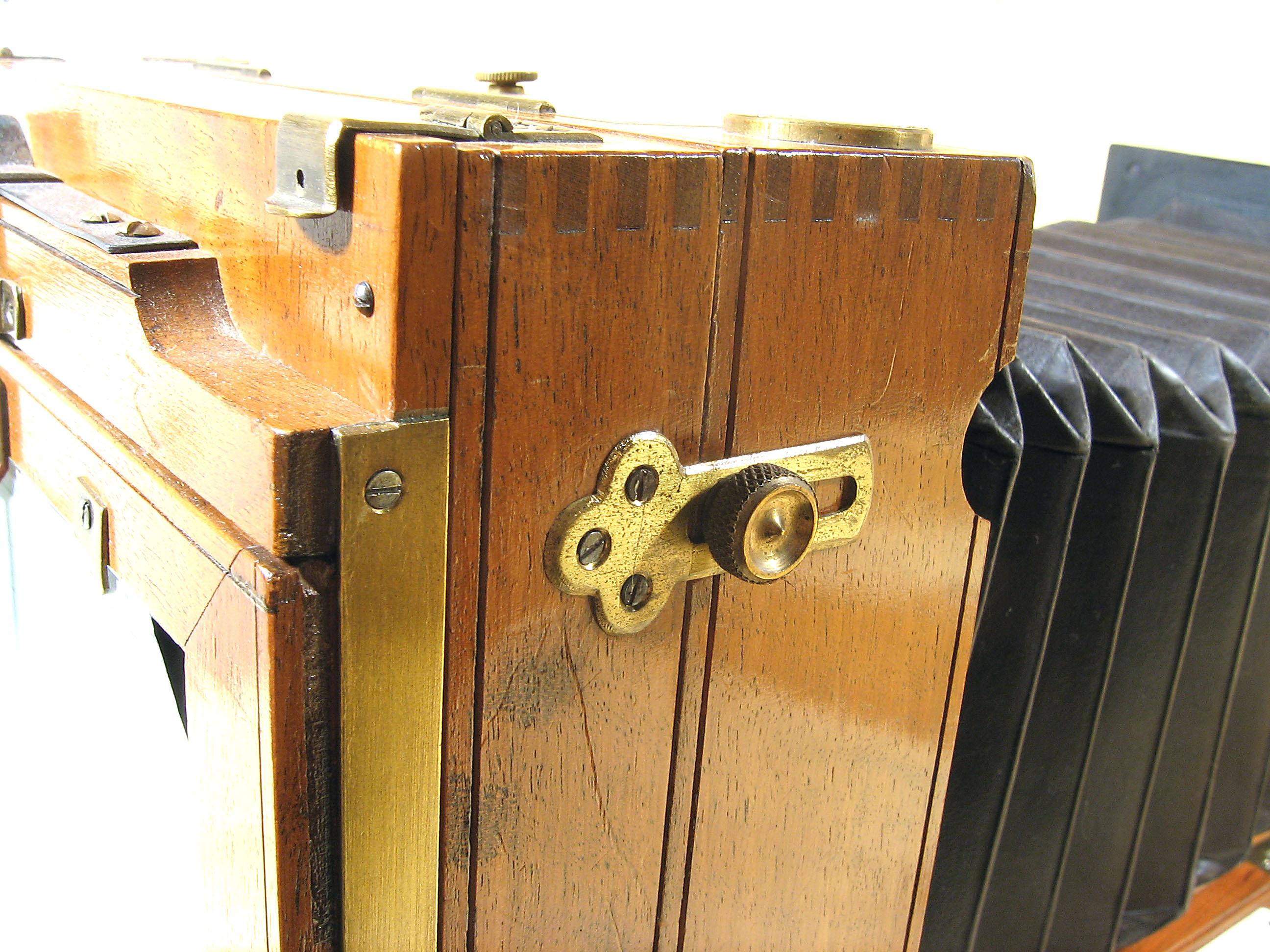 Wallpaper Appareils photos 1327-10  LORILLON  E  Chambre folding 10X15, collection AMI