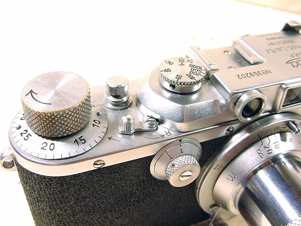 Wallpaper Appareils photos 2109-13  LEITZ  Leica IIIa  monte en sarre, collection AMI