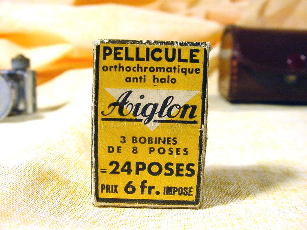 Wallpaper 2679-15  AIGLON subminiature, collection AMI Appareils photos