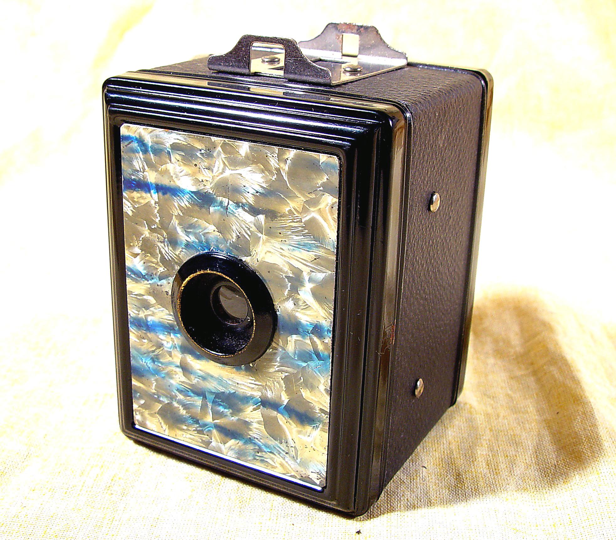 Wallpaper 3042-1  GAP  box 3X4 facade nuagee bleu et blanc, collection AMI Appareils photos