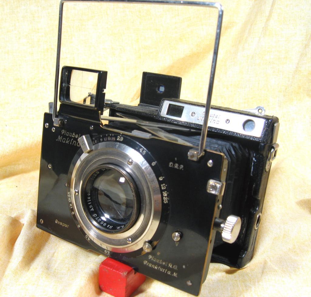Wallpaper 0806-8  PLAUBEL Makina II 6X9, collection AMI Appareils photos