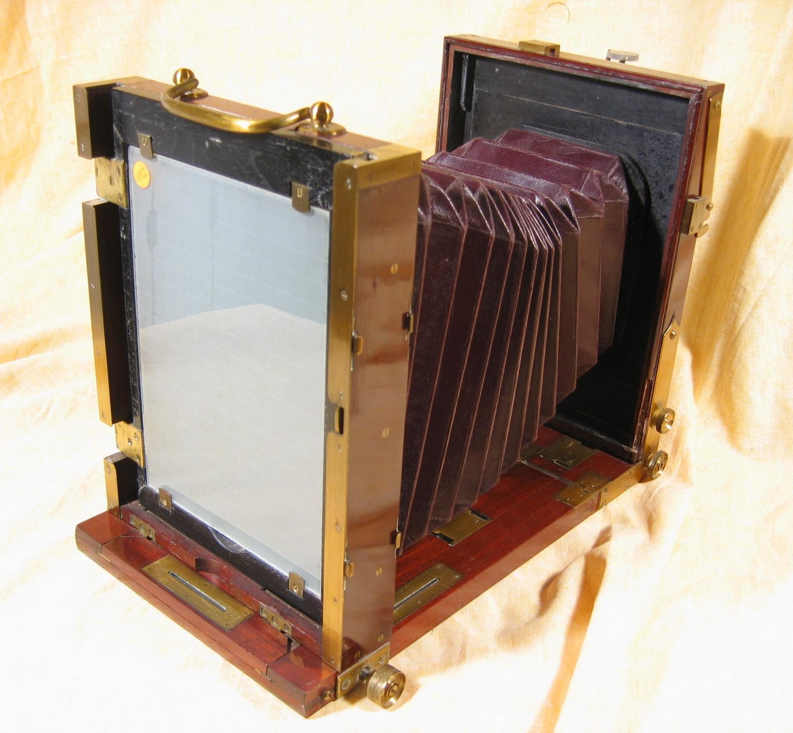 Wallpaper Appareils photos 0823-4 SCHAEFFNER . A  chambre 13X18, collection AMI