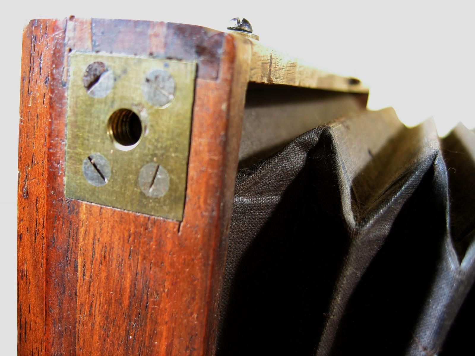 Wallpaper Appareils photos 0871-14 CARPENTIER Chambre collodion 18X24, collection AMI