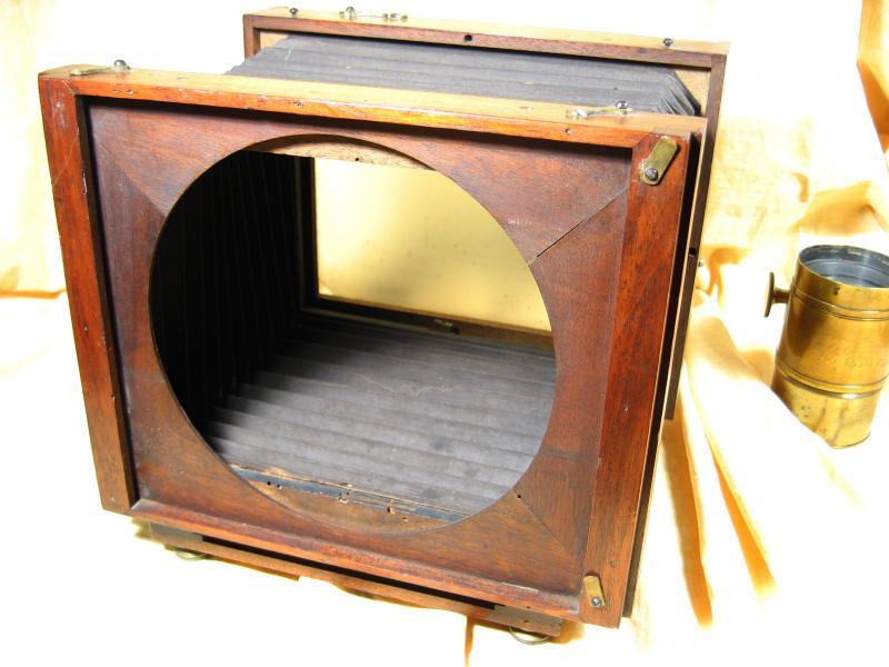 Wallpaper 0871-7 CARPENTIER Chambre colodion 18X24, collection AMI Appareils photos