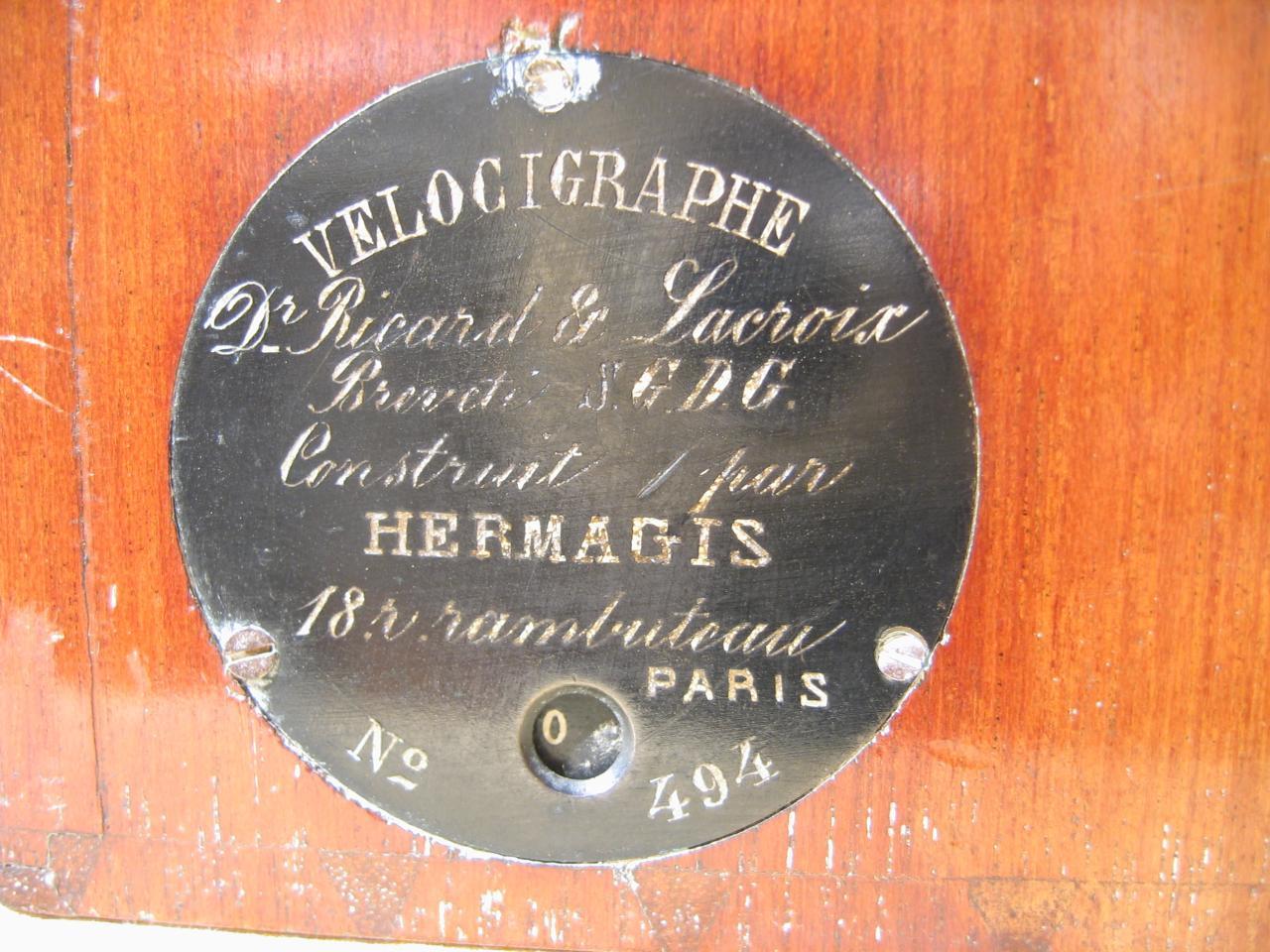 Wallpaper 0871-7 HERMAGIS Velocigraphe plaquette, collection AMI Appareils photos