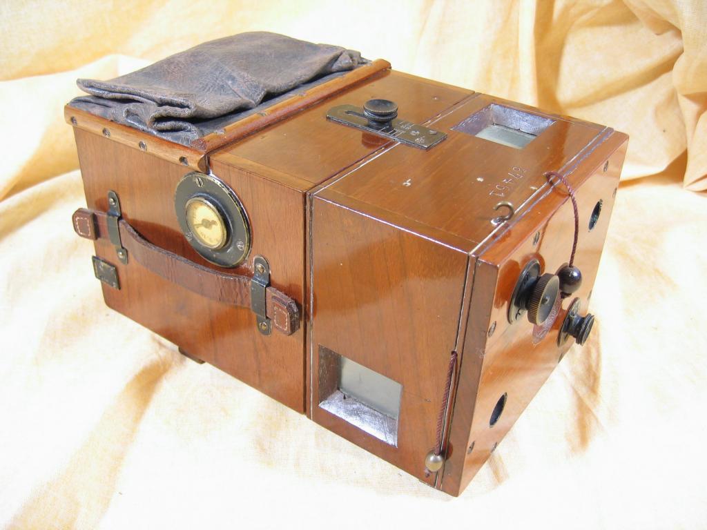 Wallpaper 0887-001 HUTTIG Detective camera 9X12, collection AMI Appareils photos