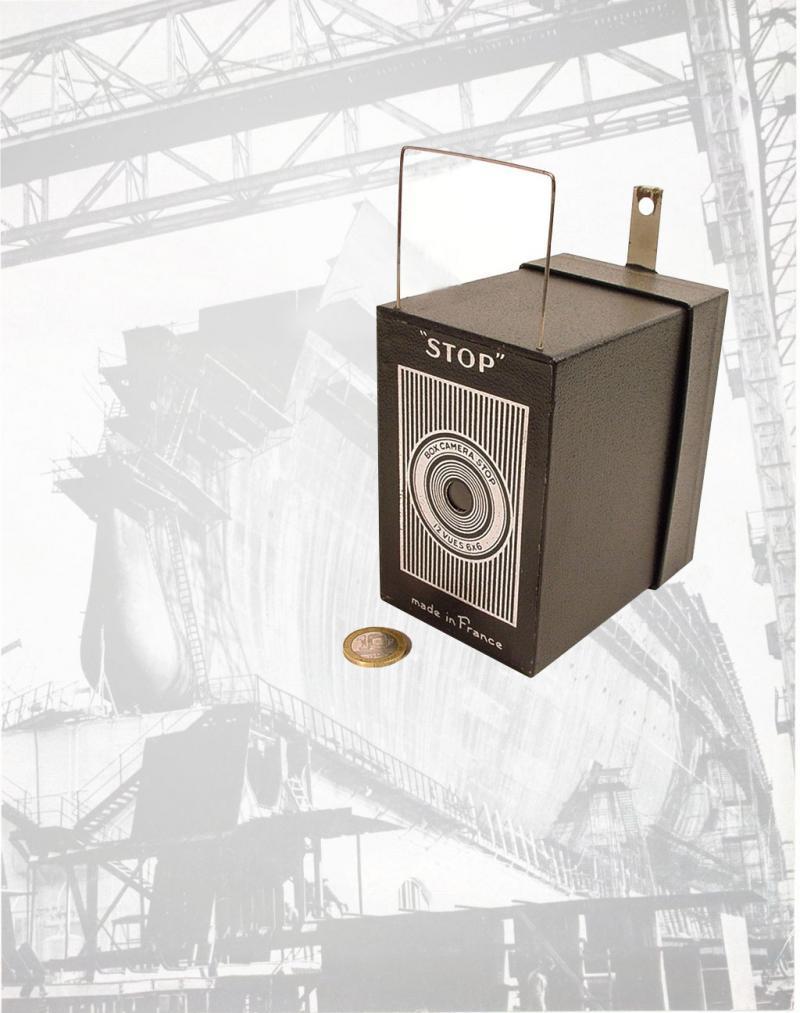 Wallpaper Appareils photos 1157-9 STOP Box facade rayee, collection AMI