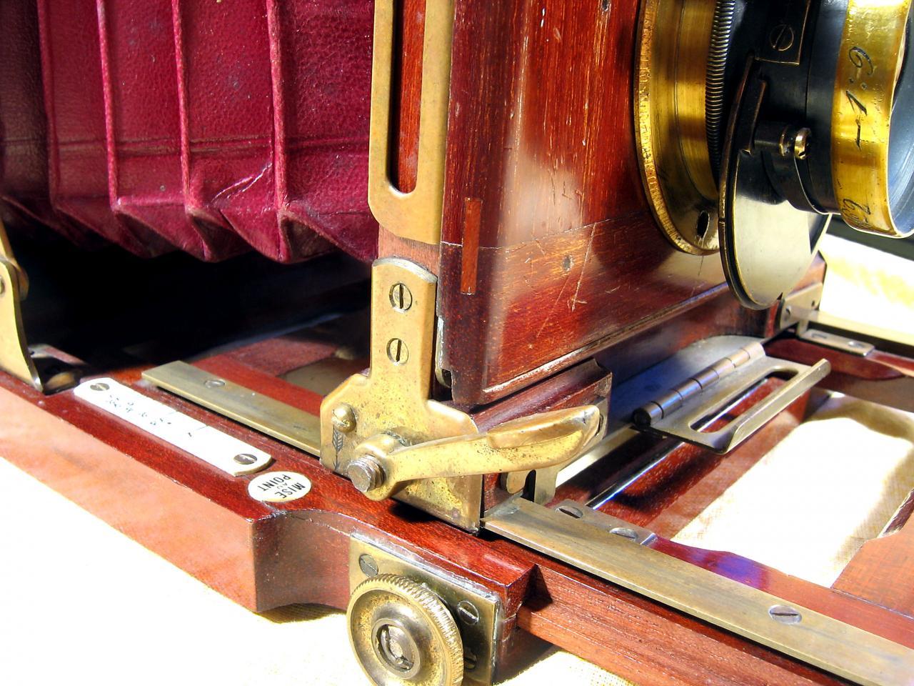 Wallpaper Appareils photos 1313-9 DEMARIA FRERES  Chambre folding, collection AMI