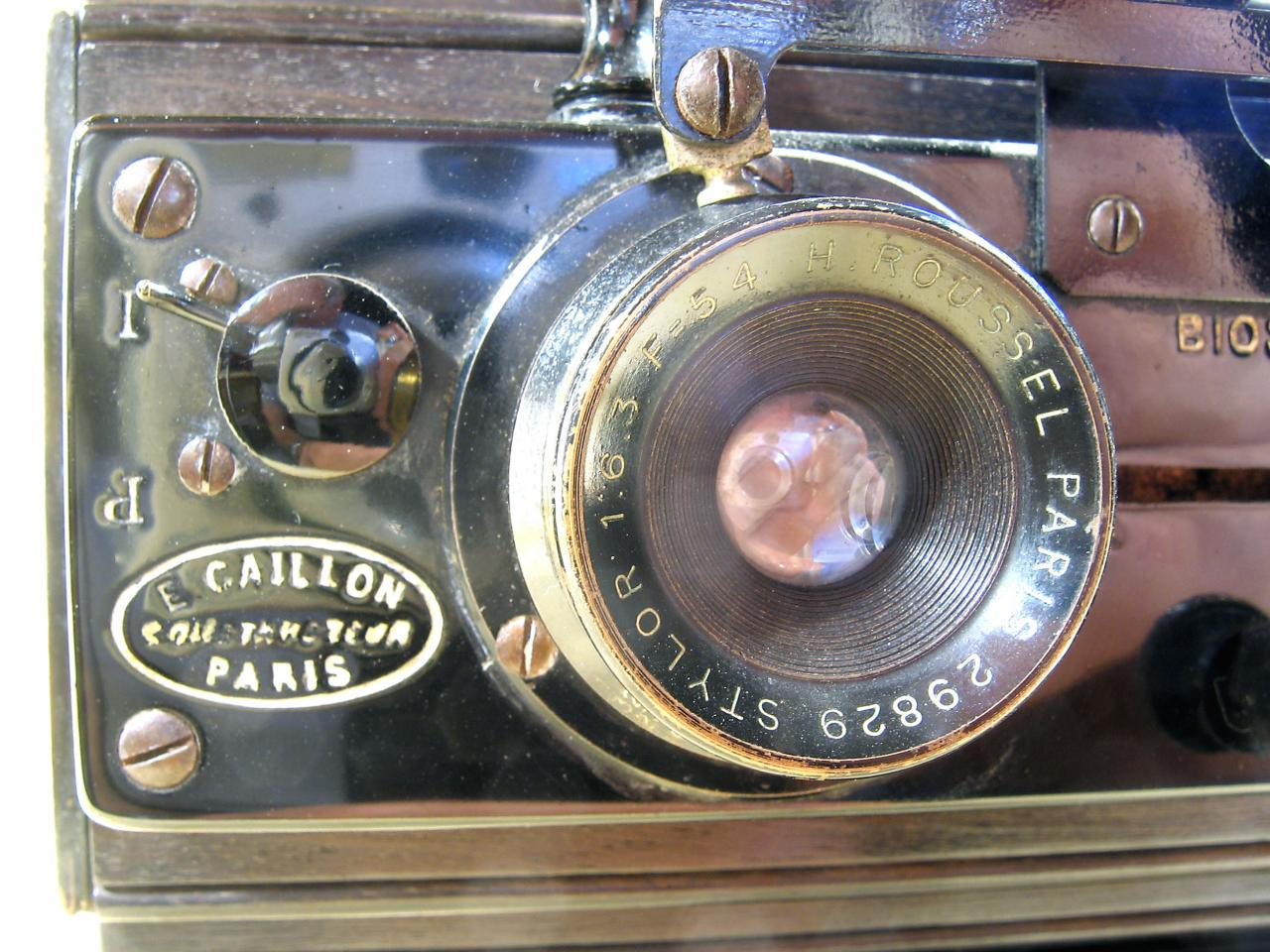 Wallpaper 1328-5  CAILLON  Bioscope stereo 45X107, collection AMI Appareils photos