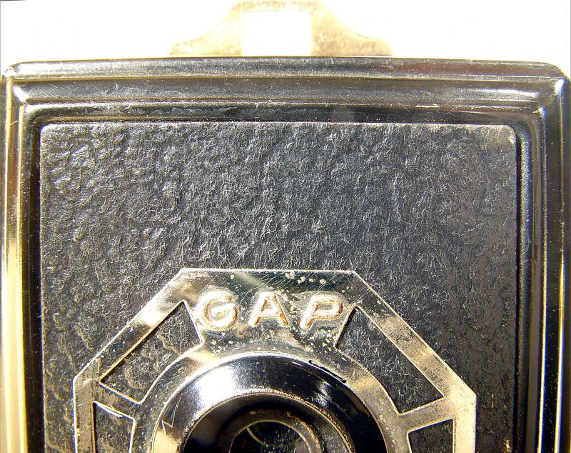 Wallpaper 2465-10  GAP  box 3X4 enjoliveur polygonal sur fond noir, collection AMI Appareils photos