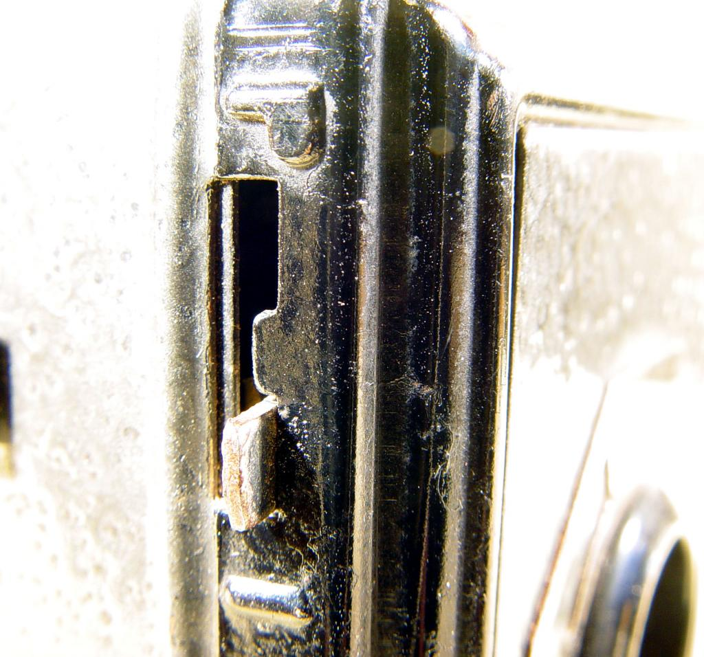 Wallpaper 2465-13  GAP  box 3X4 enjoliveur polygonal sur fond noir, collection AMI Appareils photos