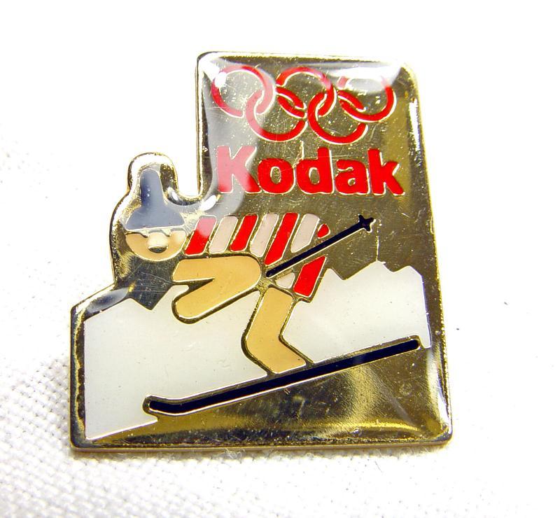 Wallpaper 2490-2  KODAK  Pins  descente a ski, collection AMI Appareils photos