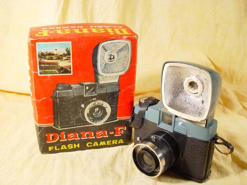 Wallpaper Appareils photos 3057-2 DIANA F n162, flash, collection AMI