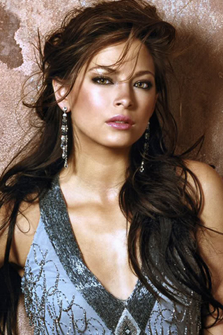 Wallpaper iPhone Kristin Kreuk tenue de soiree glamour