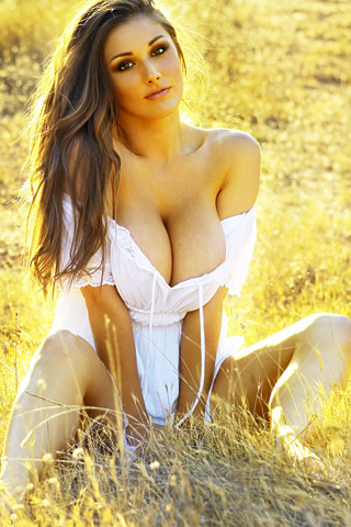 Wallpaper iPhone Lucy Pinder dans les champs