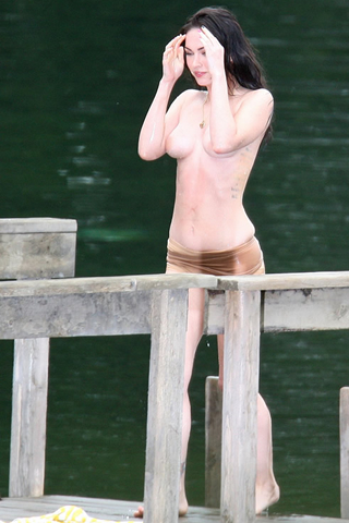 Wallpaper iPhone Megan Fox seins nus sexy