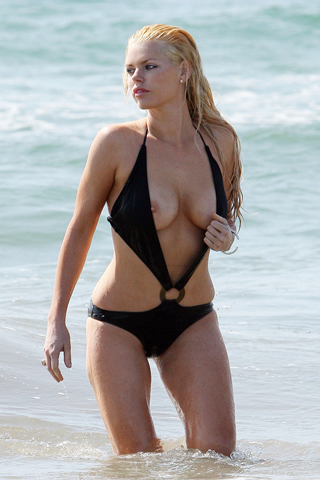 Wallpaper Sophie Monk sexy plage iPhone