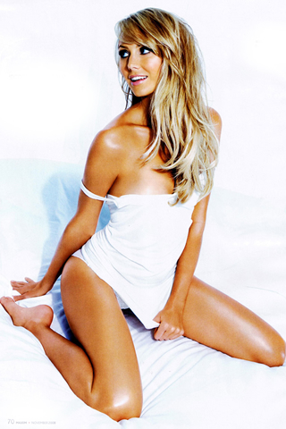 Wallpaper stacy keibler so sexy on the bed iPhone