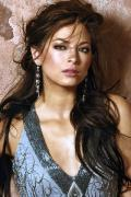Wallpaper Kristin Kreuk tenue de soiree glamour