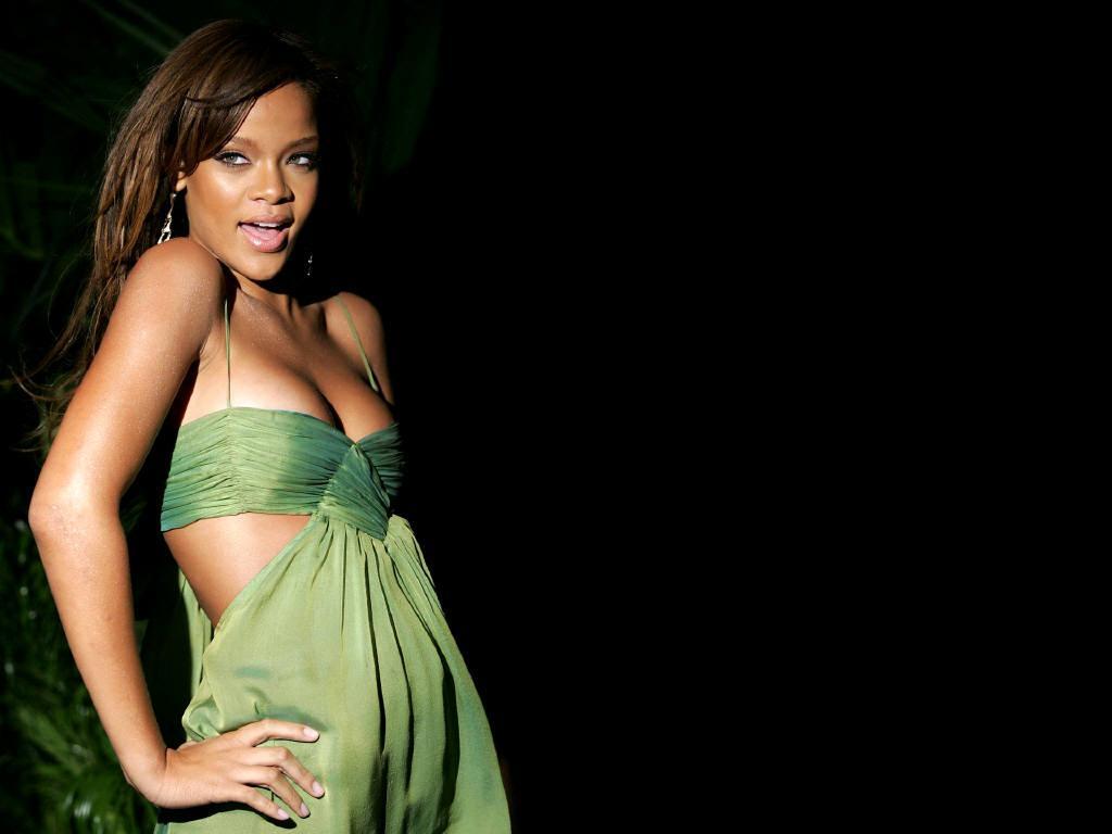 Wallpaper robe verte Rihanna