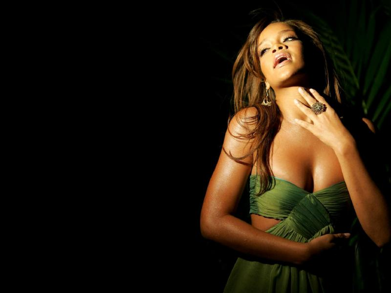 Wallpaper Rihanna robe verte