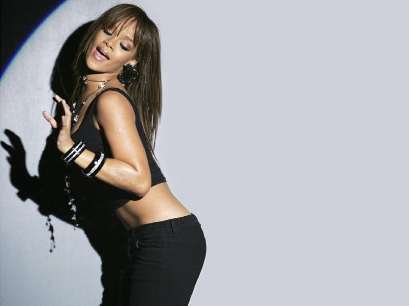 Wallpaper Rihanna slim noire bijoux