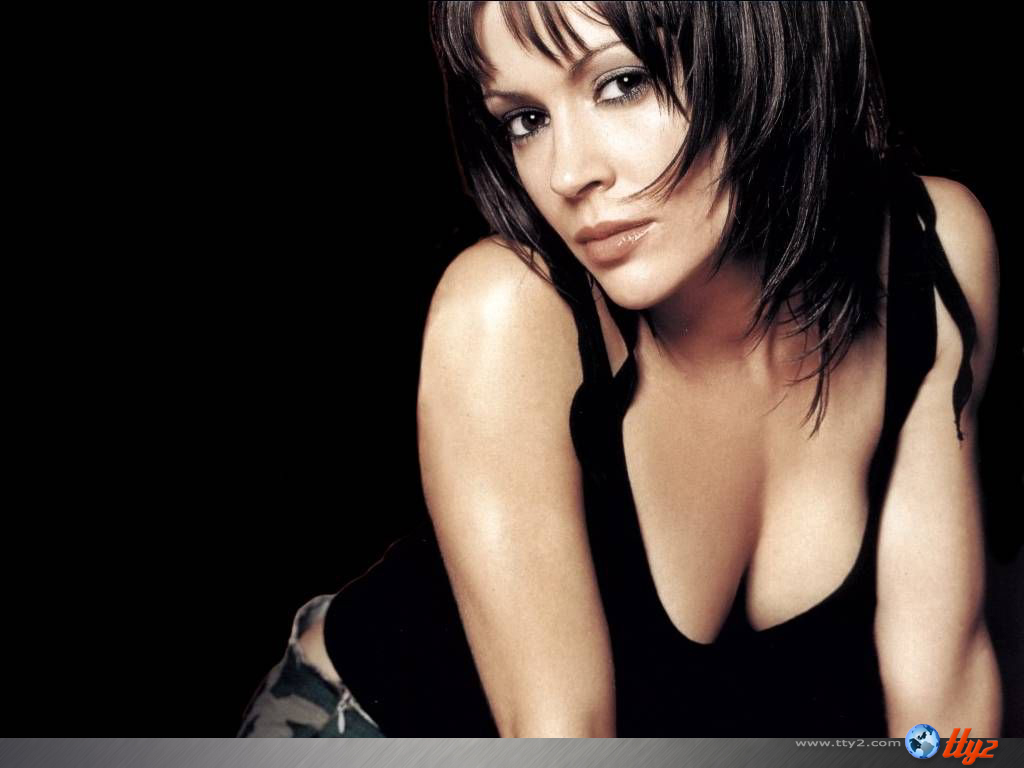 Wallpaper Alyssa Milano en soutient george