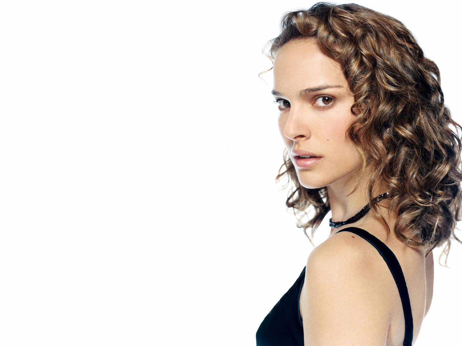 Wallpaper Natalie Portman portrait cheuveux long boucles