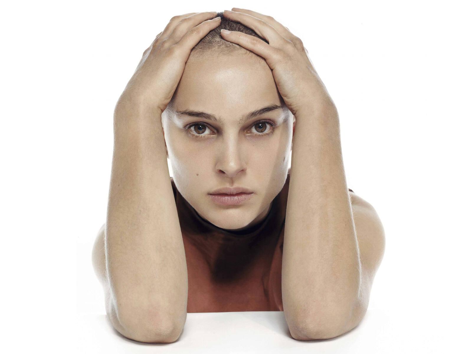 Wallpaper Natalie Portman portrait cheveux rases