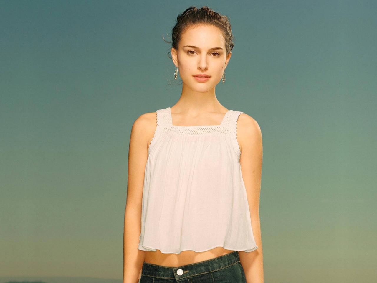 Wallpaper portrait haut leger et jean Natalie Portman