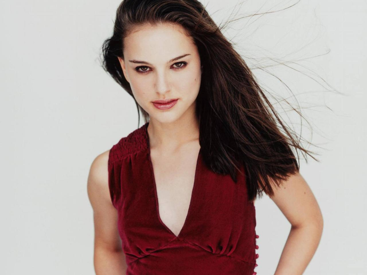 Wallpaper Natalie Portman portrait tenue rouge