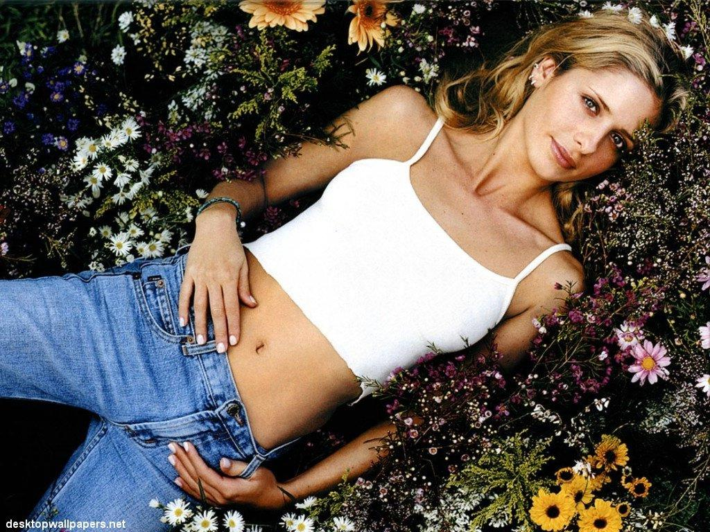 Wallpaper Sarah Michelle Gellar tenue rebelle